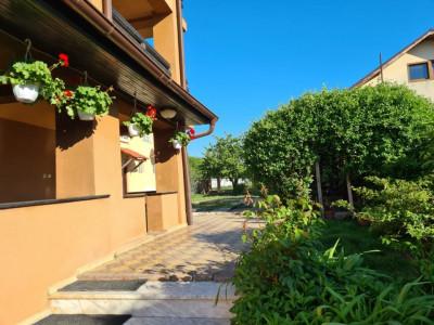 Vanzare casa cu piscina si foisor pe 1000 mp teren in Balotesti