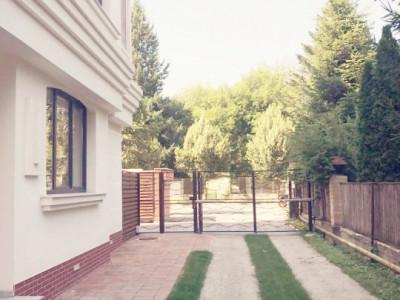 Apartament in vila deosebit 3 camere cu gradina 35mp, bloc nou Iancu Nicolae
