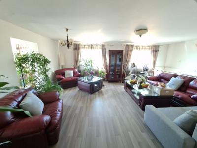 Vanzare casa 1000 mp de teren, locuri de parcare si gradina in Balotesti