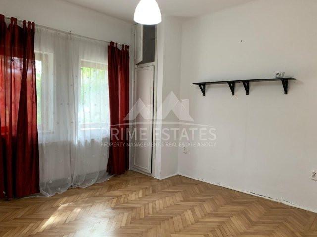 Apartment cu 3 camere in zona Domenii de vanzare