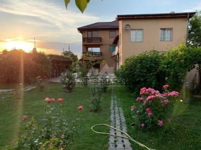 Vanzare casa  cu1000 mp teren, canalizare, parcare si gradina in Balotesti